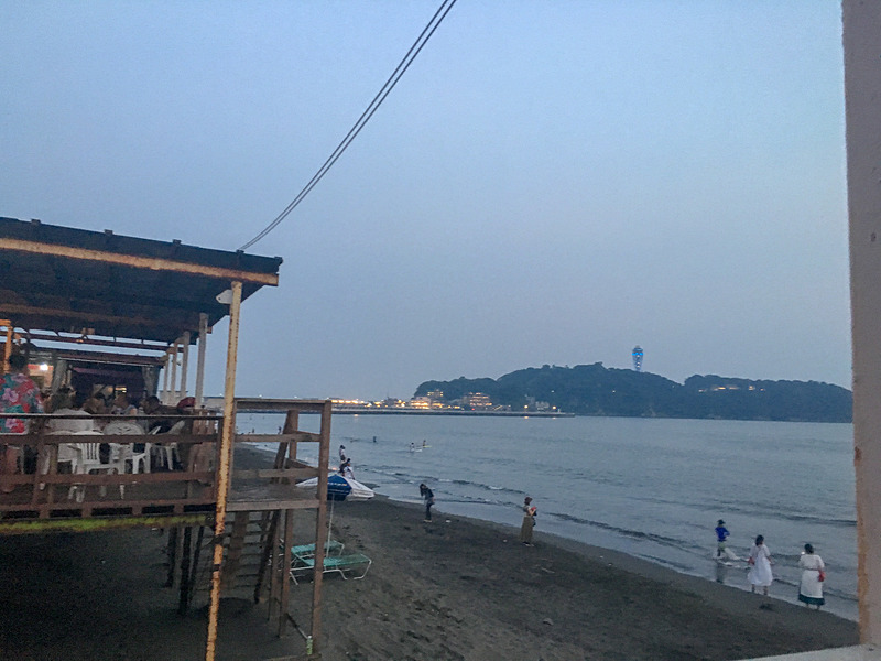 夕方の西浜から見た江の島
