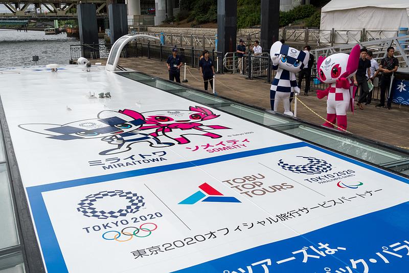 東京都公園協会が運航する「東京水辺ライン」に、東京2020マスコットキャラクターの「ミライトワ」「ソメイティ」を描いたラッピング水上バスが登場