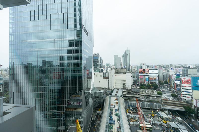 渋谷ヒカリエから見たスクランブルスクエア東棟と渋谷駅