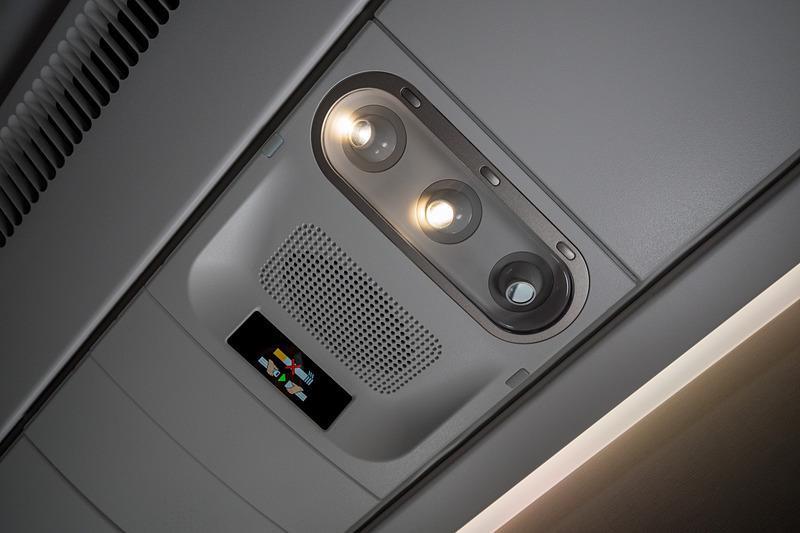 読書灯。ライト脇のスイッチのほか、機内エンタテイメントシステムや、クラスや座席によってはハンドコントローラからもオン/オフが可能