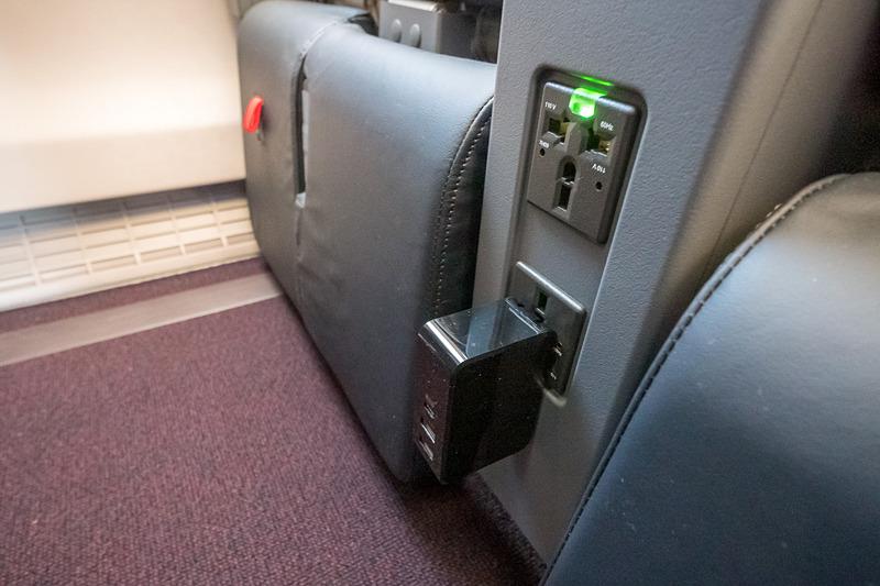 AC電源は1席あたり1個ずつ