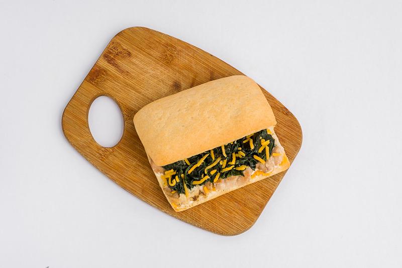 ほうれん草とローストチキン・サンドイッチ