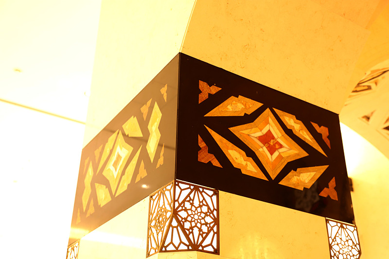こうした装飾も旧本館から移設されたものが多い