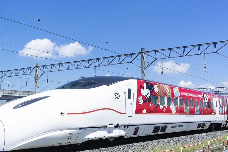 ミッキーマウス&ミニーマウスデザイン「JR九州 Waku Waku Trip新幹線」も展示する