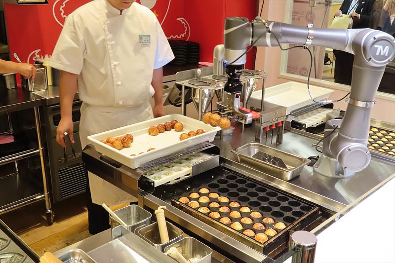 たこ焼き調理ロボット「ハッピー」