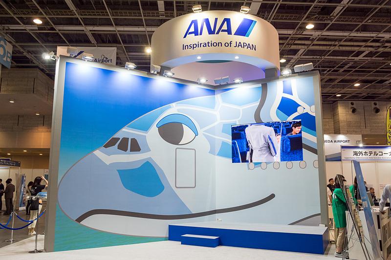エアバス A380型機「FLYING HONU(フライング・ホヌ、空飛ぶウミガメ)」を前面に押し出したANAブース