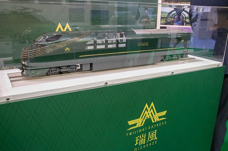 「ハローキティ新幹線」コーナーでは、山陽新幹線で運行中のキティ新幹線で販売しているグッズ販売を、「TWILIGHT EXPRESS 瑞風」コーナーでは、瑞風の模型や、車内で使用している調度品の展示などを行なっている