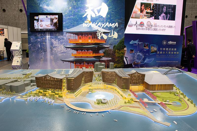 和歌山でのIR展開に向けて精密な模型を展示している