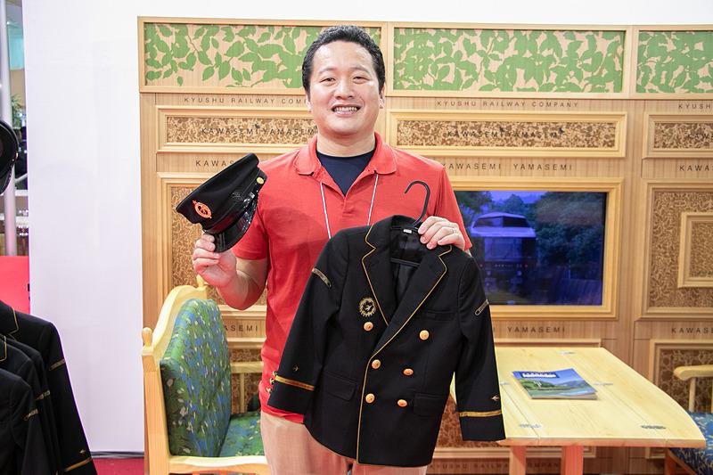 JR九州の制服の子供サイズを記念撮影用に用意