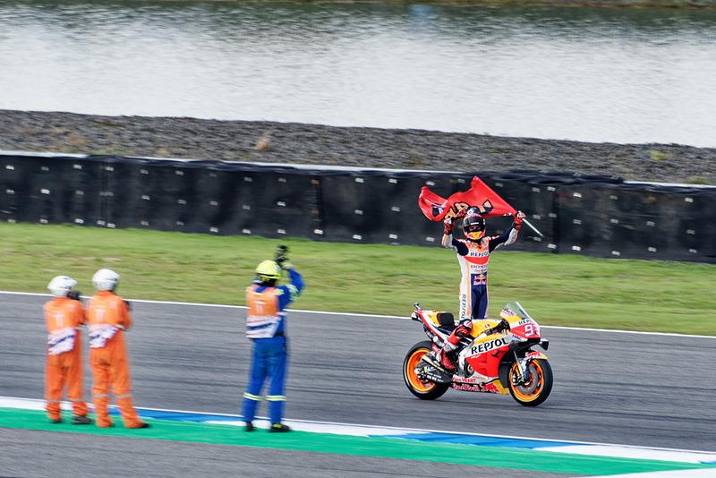 MotoGPタイグランプリはマルク・マルケス選手が優勝し、同時に2019年の総合チャンピオン獲得も決めた