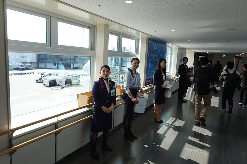 初便搭乗客には787関連グッズを配布