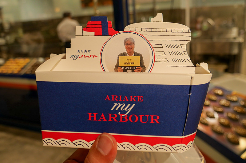 撮影した写真が印刷された、船の形のオリジナルパッケージ。お土産としても喜ばれそうだ