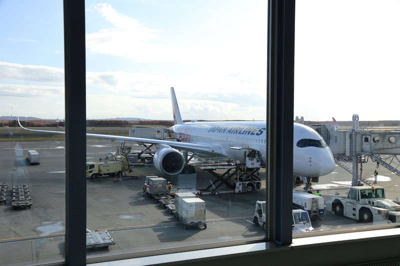 羽田空港から新千歳空港へ9時8分に到着したJAL503便のA350-900初号機(登録記号:JA01XJ)はこのあとJAL504便となり羽田空港へ出発する