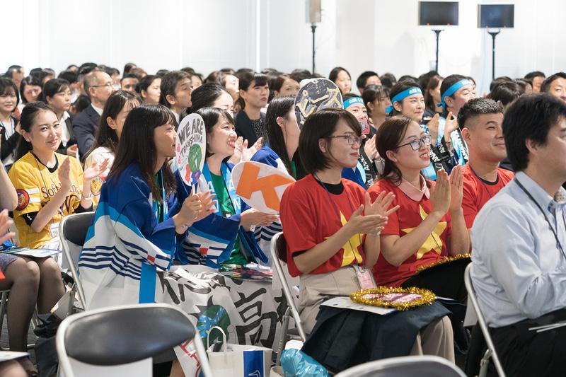 会場には国内だけでなくも海外空港からも観覧者や応援団が集まった