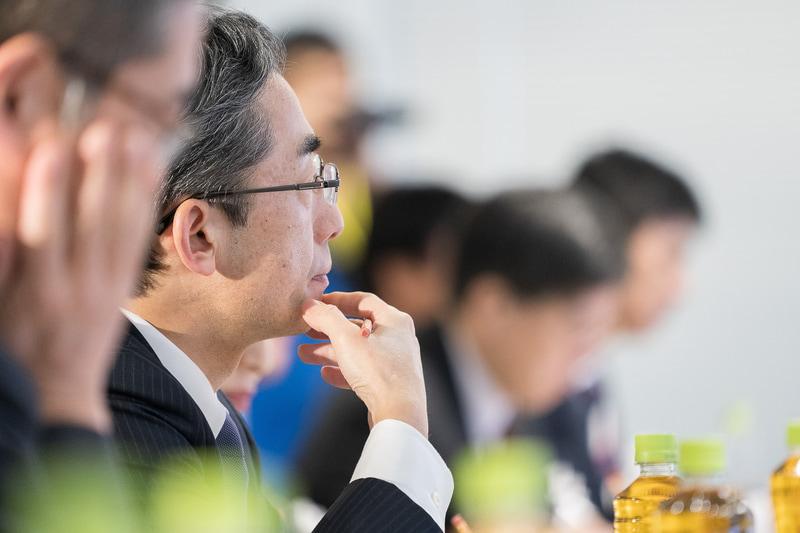 社内審査員として全日本空輸株式会社 代表取締役社長の平子裕志氏も真剣な表情でパフォーマンスを見守る