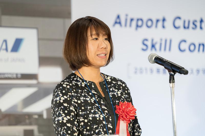 江上綾乃氏は「日々のお仕事のなかで色々なことがあって、さまざまなチャレンジをされながらこの場に立たれているんだなと感じました。私自身これから飛行機に乗るときには意識して皆さんのお仕事を拝見しようと思います」と述べた