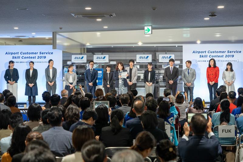 ゲート部門に選出されていた6空港の代表がステージ上へ