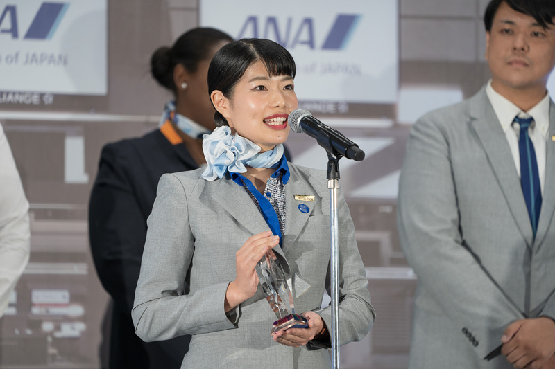 準グランプリの1人目は伊丹空港の玉城絢子さん
