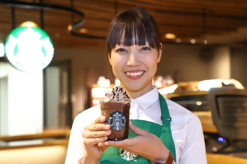 「兵庫 ばり チョコ はいっとう フラペチーノ」を発案したバリスタが勤務する姫路南店 店長の乙女佳加氏