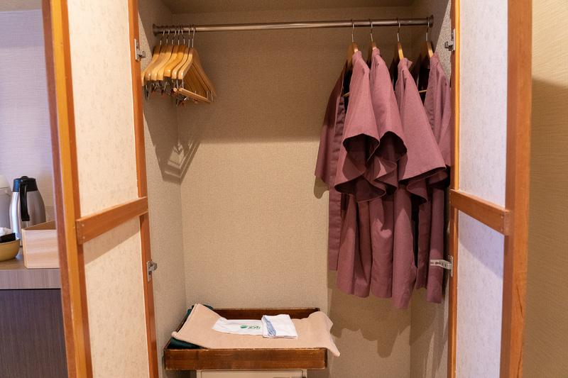館内着に使える浴衣。セーフティボックスも完備