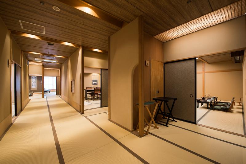 「湯の花亭」は全20室の個室料亭。プライベート感ある個室でゆっくり食事を楽しめます