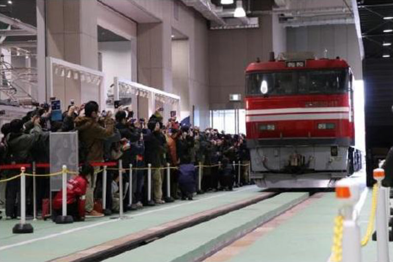 「EF200形式直流電気機関車」「シキ800形式貨車」を11月16日から24日まで(20日は休館日)京都鉄道博物館内で特別展示する