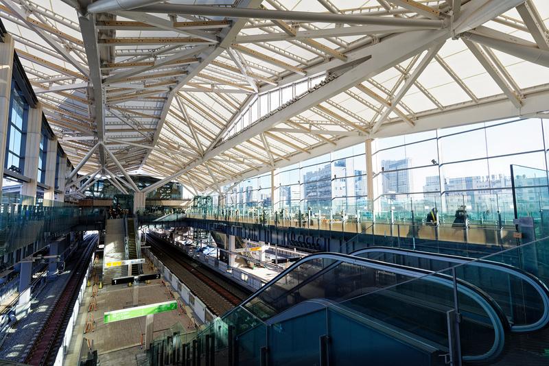 駅舎内部。田町駅方向(北側から)の視点