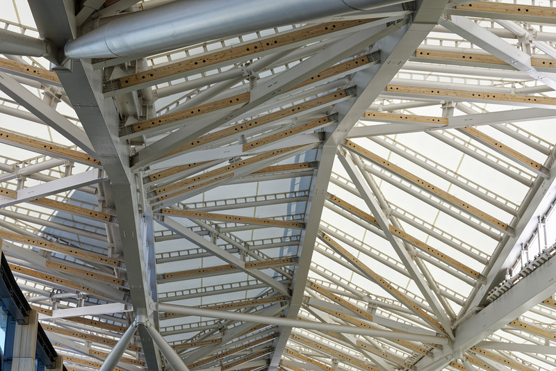 大屋根は東京駅八重洲口グランルーフなどで用いられている素材と同じだという