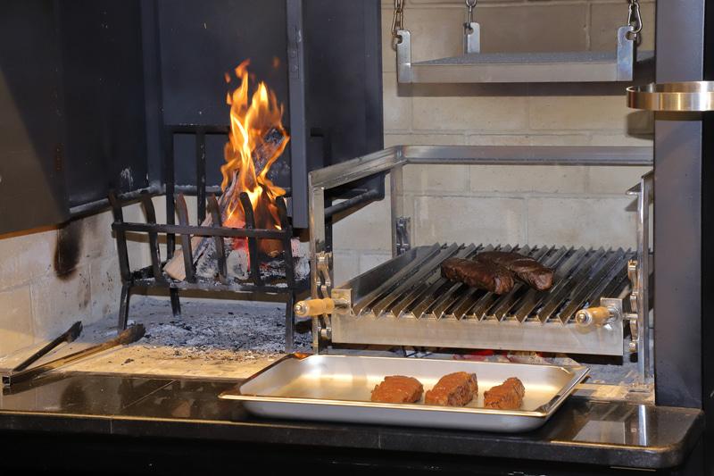 クオッカのライブキッチンの目玉はこの薪窯だという