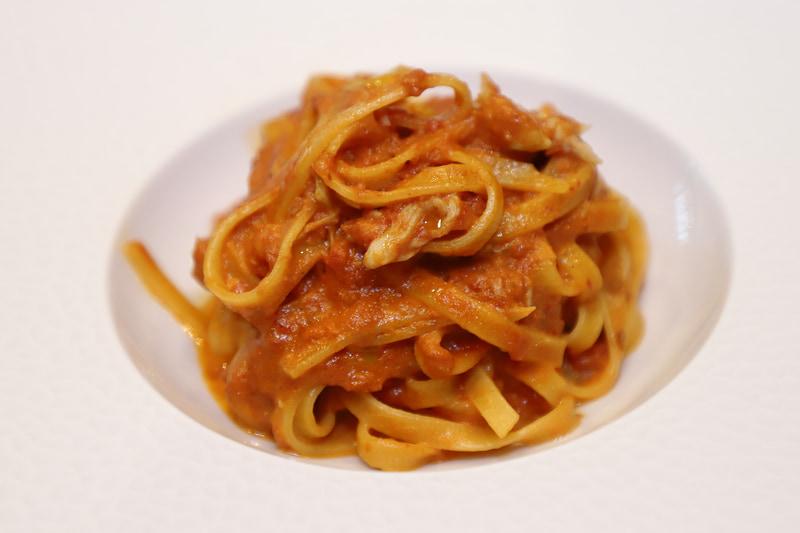 選べるパスタ(ハーフ)は5種類から選べる。写真は「ズワイ蟹のトマトクリームソース タリオリーニ」