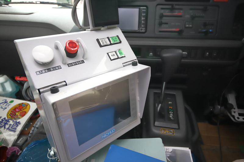 鉄道用車輪の制御装置と車体のモード状況などを表示するモニター
