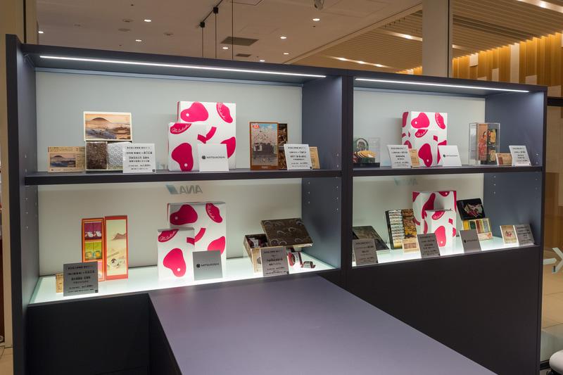 店内には三越伊勢丹が展開中の国立博物館とのコラボレーションギフト31品目が並ぶ