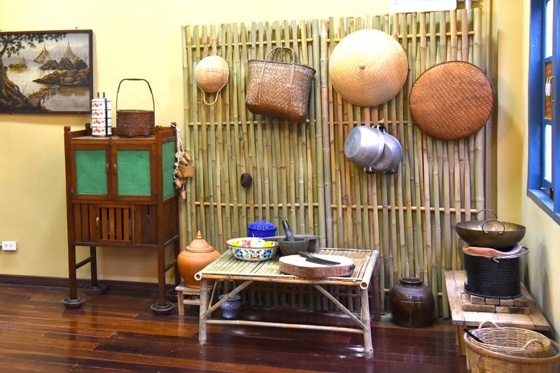 受付後、時間になるまでタイの昔ながらの台所用品の展示を見学