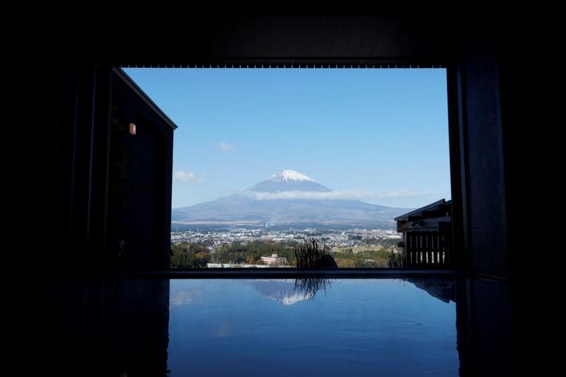 「大湯」から見た富士山