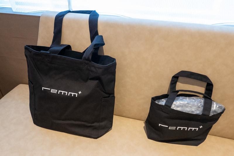 バスアメニティやアロマ、ディフューザー、バッグ、折りたたみ傘などは通販で購入できるほか、1階の自販機でも販売している