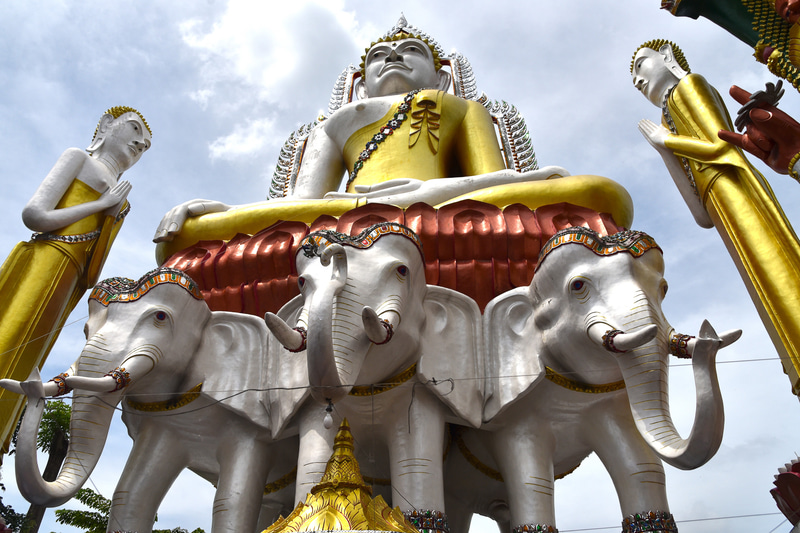 独特の大仏像の造形が興味深い「ワット・クン・チャン」