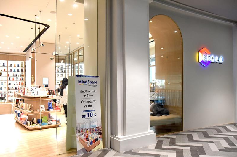 本屋とフリースペースを併設する「C ASEAN」