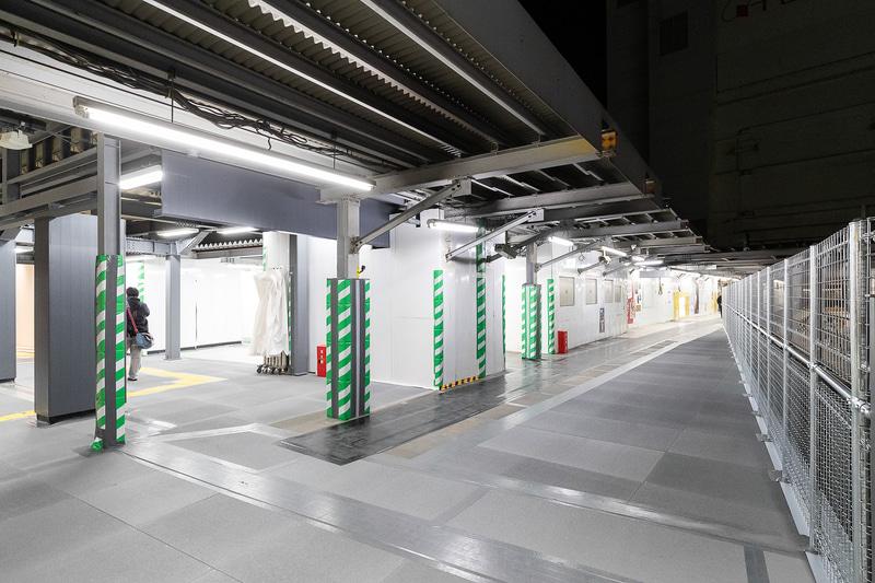 旧降車ホームは京王井の頭線などへの連絡通路として利用される