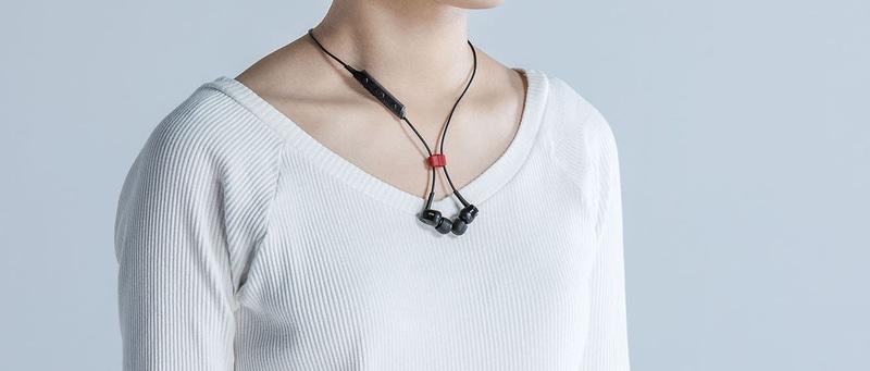 ラディウスはBluetoothイヤフォンのずれや落下を防止するマグネットを発売する