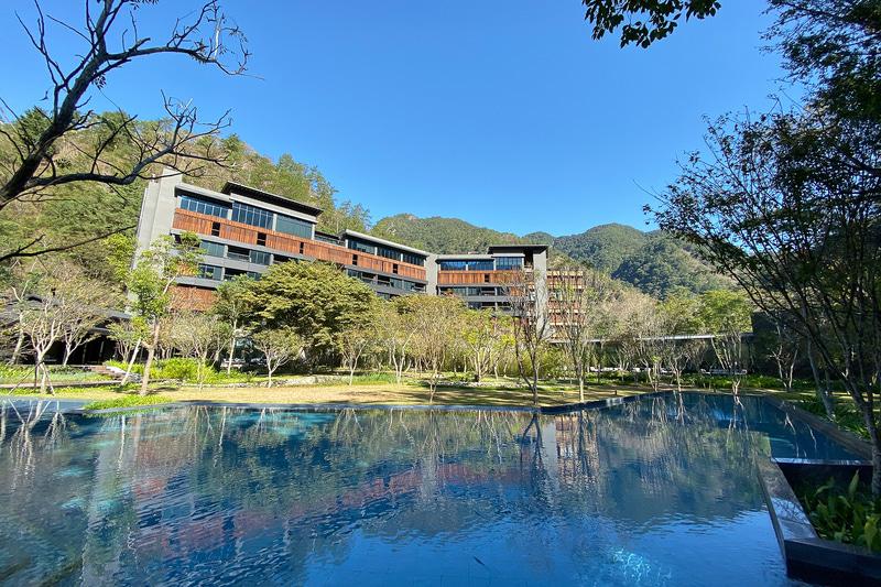 どこにいても水の気配を感じられる設計になっている「星のやグーグァン」のコンセプトは「温泉渓谷の楼閣」