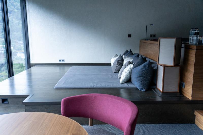 月見台と呼ばれるこのスペースは読書やお昼寝にぴったり