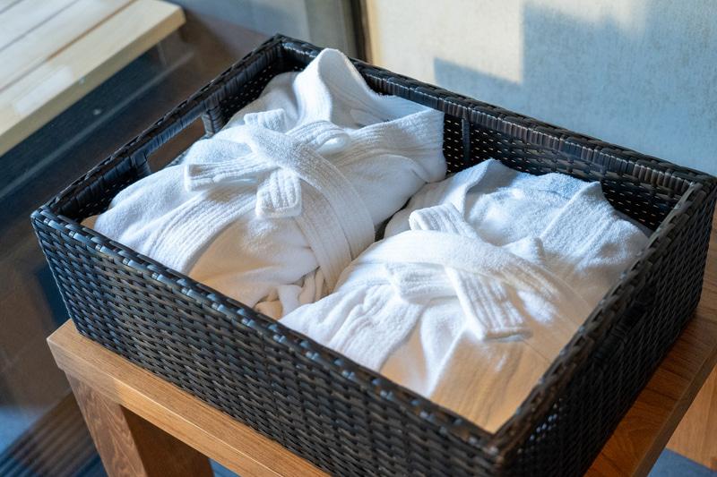 アメニティは超充実で日本から何も持っていく必要がなかったほど。真っ白なバスローブにテンションアップ