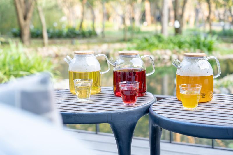左から烏龍茶(黄)、女神茶(赤)、養肝茶(オレンジ)