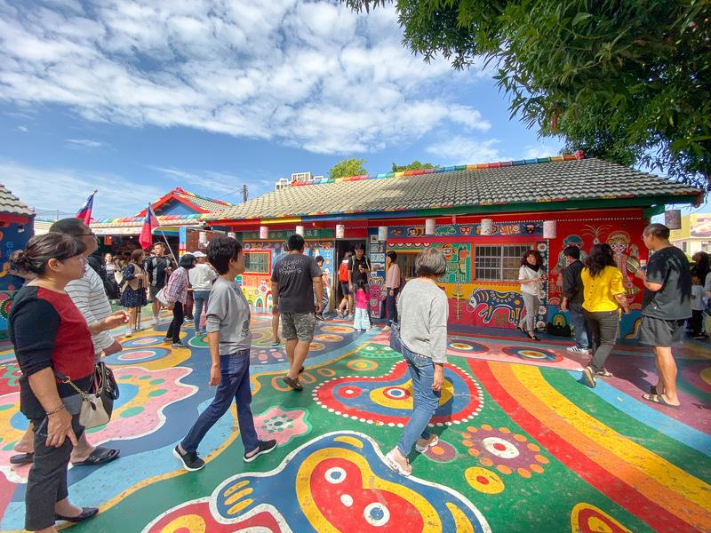 台中の人気インスタ映えスポット「彩虹眷村(さいこうけんそん)」はおじいちゃんの描いた壁画アート