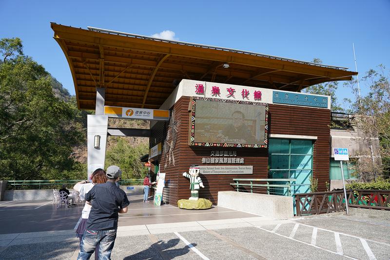 ツーリストセンターを兼ねた温泉文化館は入場無料
