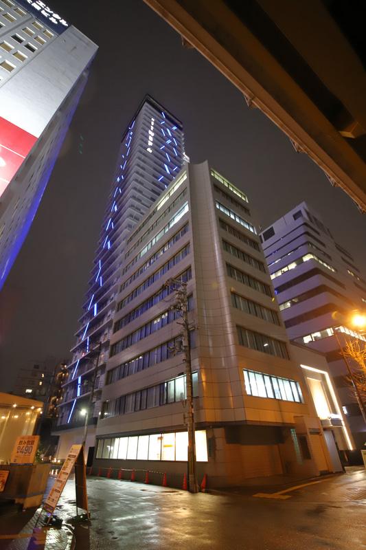 新御堂筋から見た ホテルWBF新大阪スカイタワー
