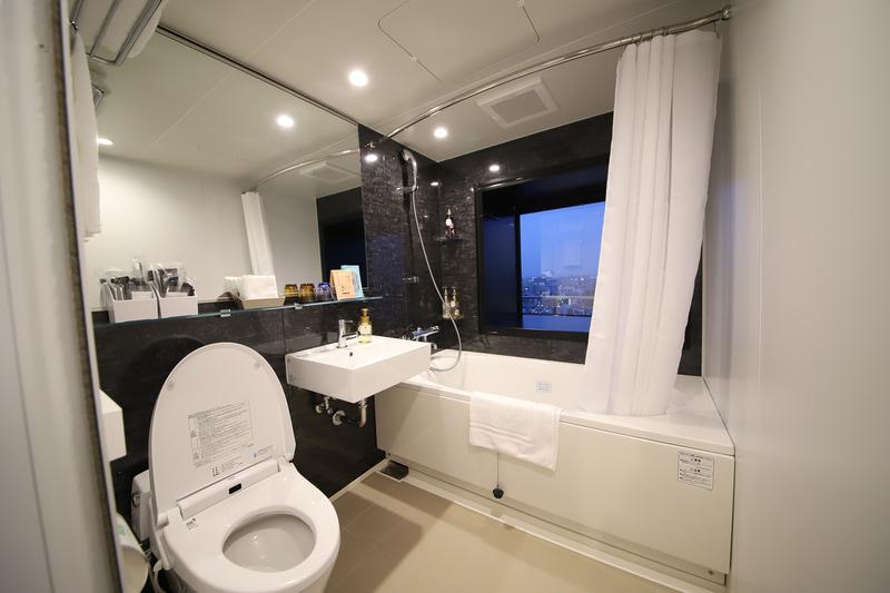 スタンダードフロアよりゆったりとしたバスルーム