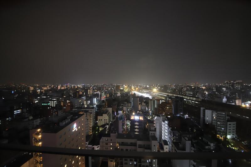 試泊した21階の部屋からは大阪市西部(尼崎方向)の夜景が見えた