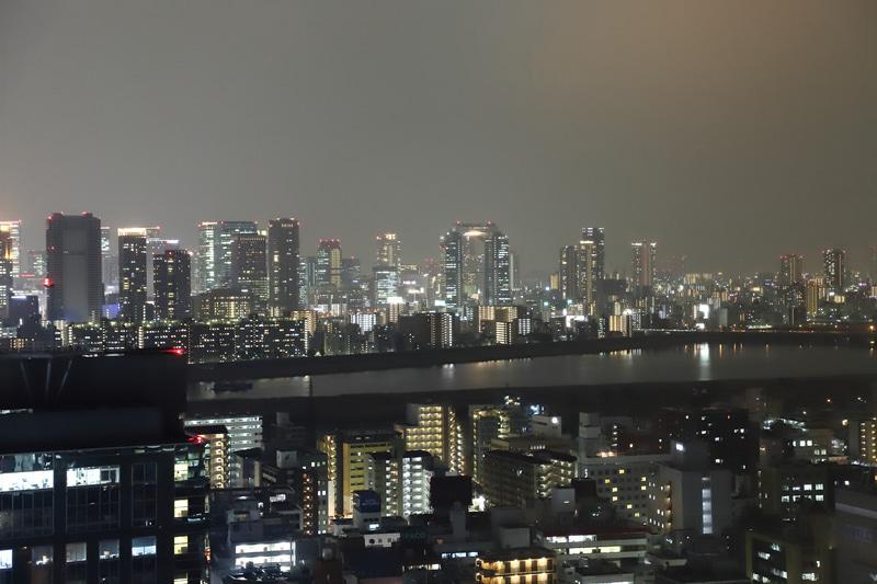 梅田の都心部、新大阪駅の夜景を堪能