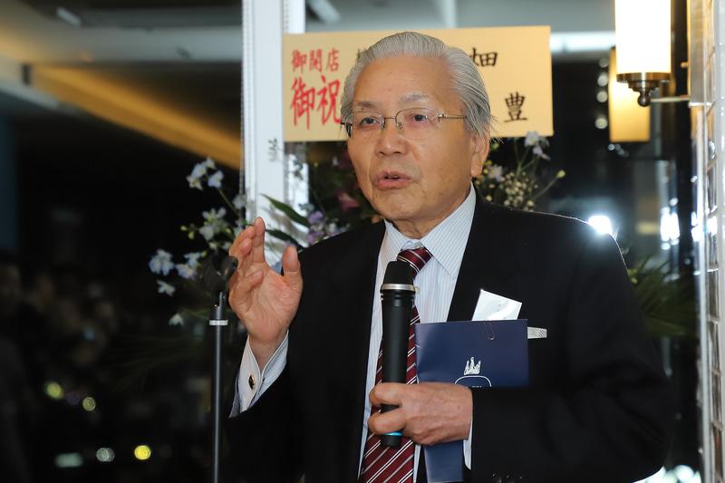 大阪商工信用金庫 会長 片桐陽氏。「観光は今後日本の大きな産業の一つとなる。そのなかでも新大阪エリアは交通の要衝であり、このホテルは必要不可欠な存在となる」と述べた